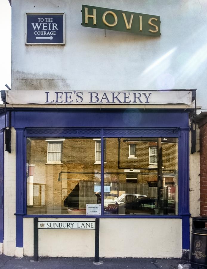 Lee's Bakery, Weir