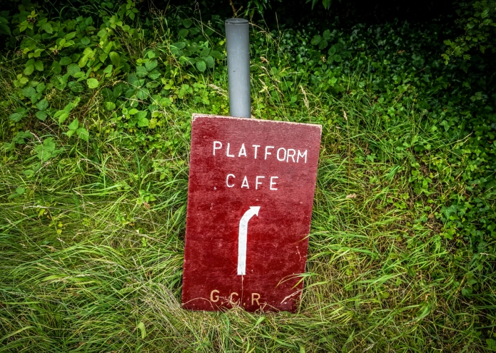gtcentralrlwy-leicesternthstn-sign-platformcafe-thesidings-leicester-le4-dsc02391_1200