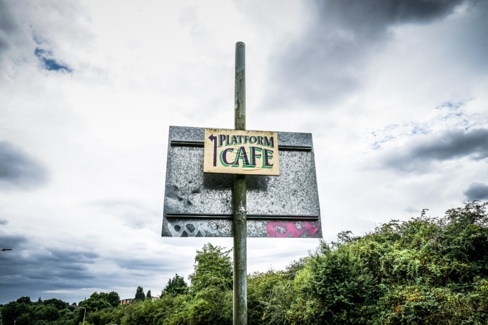 gtcentralrlwy-leicesternthstn-sign-platformcafe-thesidings-leicester-le4-dsc02395_1200